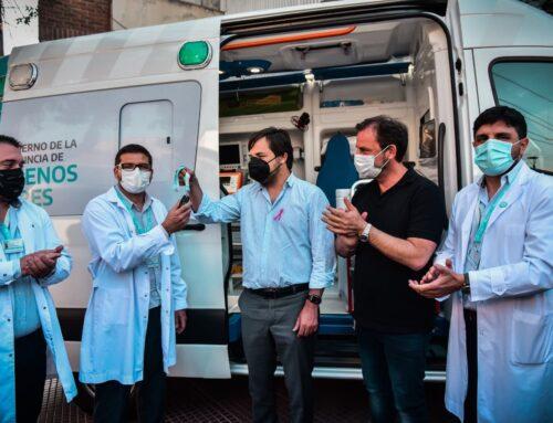 Ministro visita Escobar para donar una ambulancia